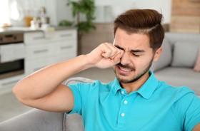 Swędzenie oczu – jakie są najczęstsze przyczyny świądu oczu i powiek?