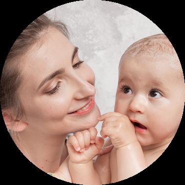 grafika mama z dzieckiem